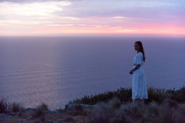 the-light-between-oceans-alicia-vikander-image
