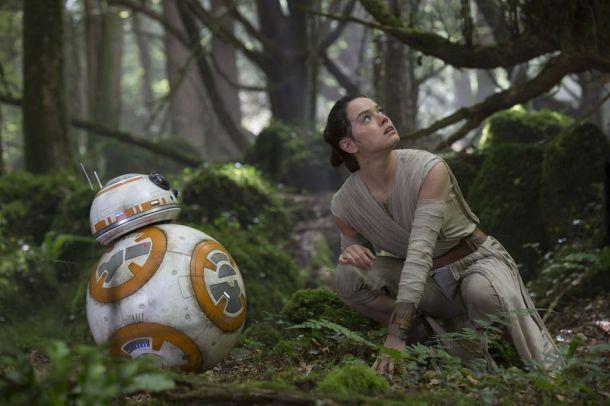 Star-Wars-7-Rey-and-BB-8-on-Takodana
